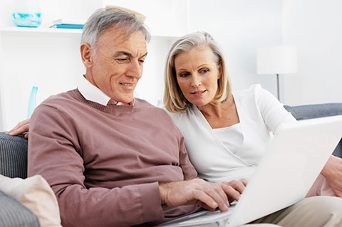 american-us-senior-citizen-retire-online-internet-usage