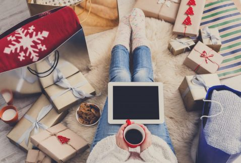 Holiday Online Retail Shopping Trend Breaks Record