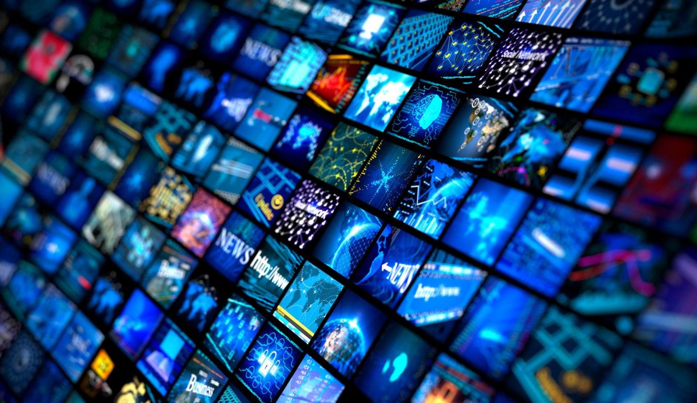 Paywalls vs Advertising: Digital Media in Transition